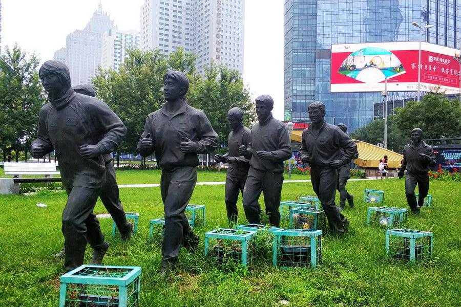 景观公园水泥人像雕塑